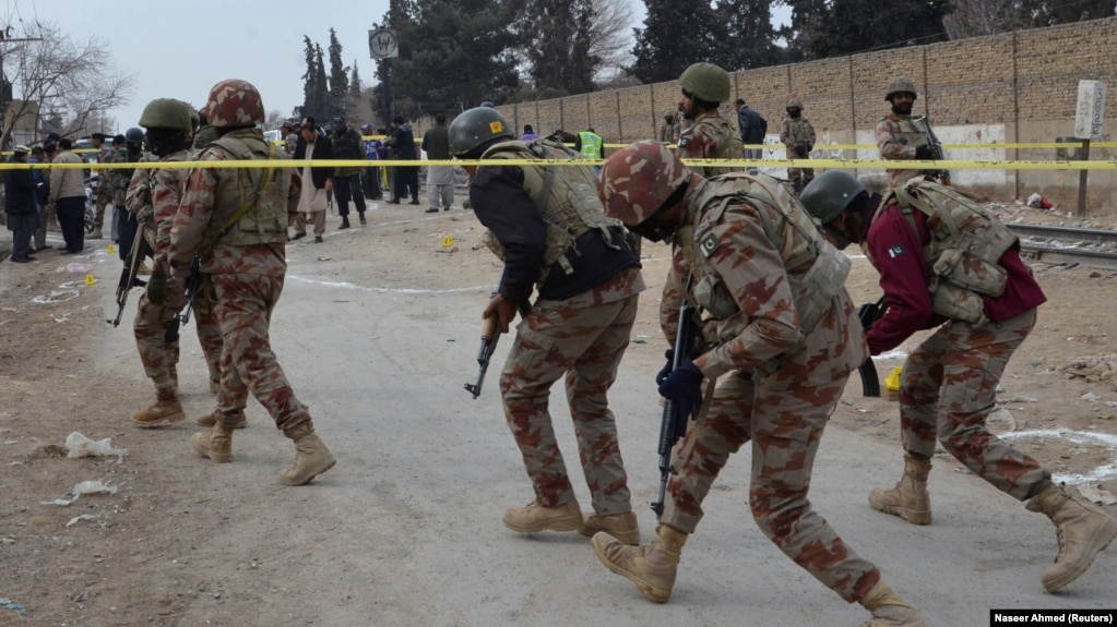 6b2e68205e6f4 Pakistani paramilitary troops enter a cordoned site after gunmen shot dead  four fellow soldiers in Quetta