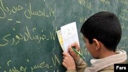 يک زمانی در ايران، اگر يک نفر مدرک ششم ابتدايی قديم هم داشت، تحصيلکرده به شمار می آمد، اما حالا سال ها است که حتی ديپلمه ها و ليسانسيه ها هم تحصيلکرده حساب نمی شوند.