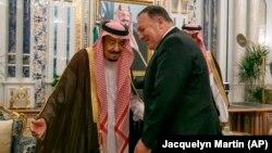 ABŞ dövlət katibi Mike Pompeo (sağda) və kral Salman iyunun 24-də Ciddə şəhərində görüşüblər