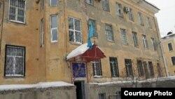 Здание больницы скорой медицинской помощи Усть-Каменогорска. 17 января 2013 года.