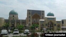 Qo'qondagi Madrasai Mir jome masjidi qurib bitkazilganiga bu yil 218 yil to'ldi.