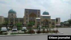 Мечеть Мадрасаи Мир жоме в Коканде.