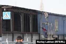 На месте горевшего рынка. Алматы, 21 ноября 2013 года.