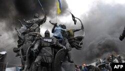 Бої між протестувальникими і міліцією (20 лютого)