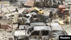 На месте взрыва в Хан-Бани-Сааде. Ирак, 18 июля 2015 года.