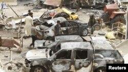 На месте взрыва в Хан-Бани-Сааде (Ирак, 18 июля 2015 года)