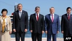 Президенты Кыргызстана, Азербайджана, Турции, Казахстана и Туркменистана на саммите тюркоязычных стран. Стамбул, 16 сентября 2010 года.