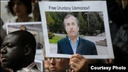 Акция протеста журналистов Би-Би-Си в Лондоне с требованием освободить Усмонова.