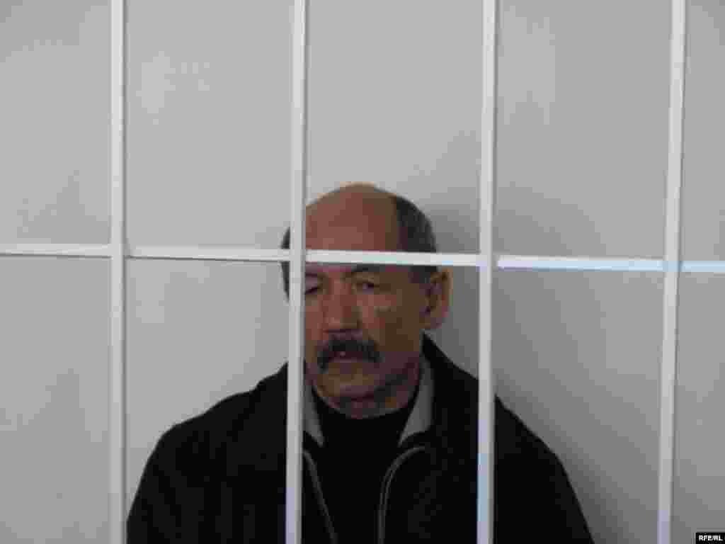 Бул иш боюнча соттун кийинки отуруму 24-ноябрда уланмакчы. - Kyrgyzstan -- A Trial of the Former Minister Ishenbay Kadyrbekov, Bishkek 20nov2008