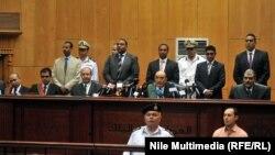 هيئة المحكمة التي اصدرت الحكم على مرسي وقيادات الاخوان