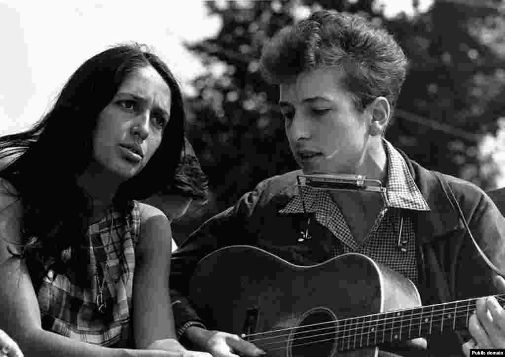 "Dylan with Joan Baez during the civil rights ""March On Washington For Jobs And Freedom"" in August 1963."