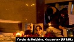 В Хабаровске антифашисты почтили память убитых в Москве Станислава Маркелова и Анастасии Бабуровой, 19 января 2014 г.