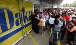 Очередь в магазин бытовых товаров в Каракасе