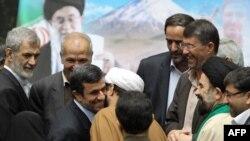 Mahmud Ahmadinejad İran parlamentində