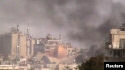 Хомс қаласы маңындағы өрттің түтіні. Сирия, 19 наурыз 2012 жыл.