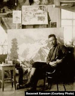 Григорий Гуркин в своей мастерской. 1900-е годы