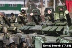 Орусиялык T-72B3 танктары. Жалпы сүрөт. 2020.