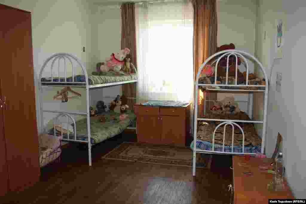 Келья (комната) для четырех девочек в детском приюте.