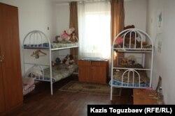 Комната для четырех девочек в детском приюте отца Софрония. Поселок имени Туймебаева. 24 июля 2013 года.