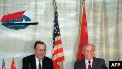 Джордж Буш и Михаил Горбачев в ходе встречи на Мальте 3 декабря 1989 г.
