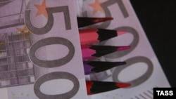 Официальный курс Центробанка пока ниже 40 рублей за евро, но на торгах в четверг планка уже взята