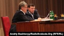 Віктор Ющенко (л) і Сергій Бондарчук (п) іще 31 липня 2012 року разом головували на з'їзді «Нашої України»