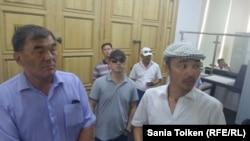 Бывшие работники нефтедобывающей компании «Каражанбасмунай» в акимате Мангистауской области. Актау, 27 июня 2016 года.