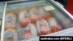 Paýtagtyň bazarlarynda towuk etiniň bir kilogramynyň bahasy 10 manatdan 13 manada çykdy.