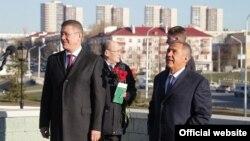 Радий Хәбиров һәм Рөстәм Миңнеханов Уфада Тукай һәйкәлен ачу тантанасында, 18 апрель 2019