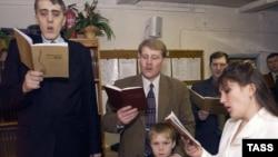 """Собрание """"Свидетелей Иеговы"""". Иллюстративное фото."""