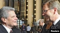 Йоахім Ґаук (ліворуч) та Крістіан Вульф