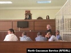 Жена Гаджиева Дана Сакиева выступает в суде