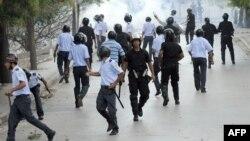 Полиция мен салафи демонстранттардың қақтығысы. Тунис, 14 қазан 2011 жыл