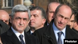 Former Armenian President Serzh Sarkisian (left) and his predecessor Robert Kocharian in 2008.