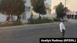 В Авазе обычных туркменистанцев не увидеть, зато полицейских сколько угодно, говорит иностранный гость
