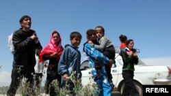 Sabirabad sakinləri evləri tərk edirlər, 8 may 2010