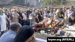 Панахида за загиблими медиками у Сімферополі