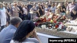 Гражданская панихида в Симферополе по погибшим медикам