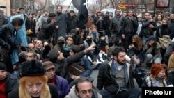 Акция протеста в центре Еревана, 2 декабря 2013 г․