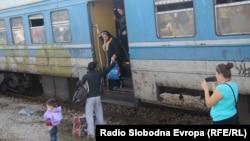 Архивска фотографија: Во екот на мигрантската криза Македонски железници превезуваа по неколку илјади мигранти дневно од Гевгелија до Табановце