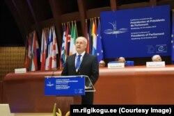Хенн Пиллуаас виступає перед колегами в Парламентській асамблеї Ради Європи щодо порушення прав людини у Росії