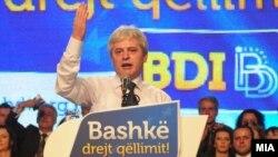 Али Ахмети на предизборен митинг на ДУИ во 2011 година.