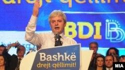Архивска фотографија: Лидерот на ДУИ Али Ахмети на предизборен митинг.