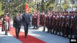 Претседателот Ѓорге Иванов се сретна со неговиот црногорски колега Филип Вујановиќ во Скопје.