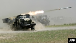 ШЫҰ елдерінің Тәжікстанда өткізген «Бейбіт миссия» әскери оқу-жаттығуында Ресей әскері зымыран атып көрсетті. 10 маусым 2012 жыл.