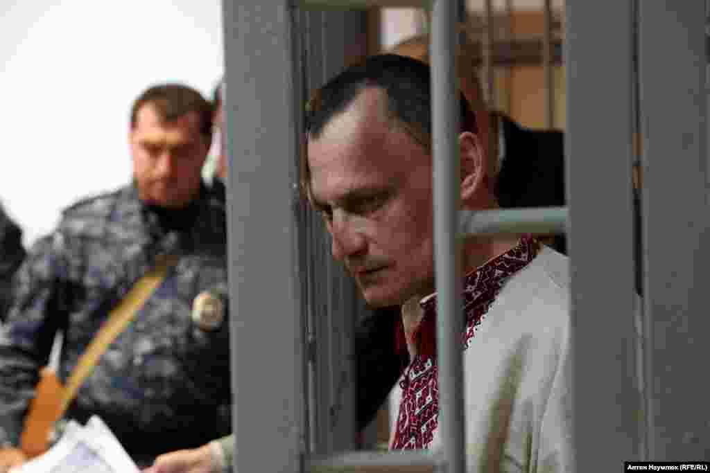 Карпюк подал в ЕСПЧ заявление о пытках, с помощью которых его вынудили подписать признательные показания. Клых, по его словам, также подвергался пыткам на протяжении нескольких месяцев, что повлияло на его психическое здоровье. Карпюк приговорен к 22 с половиной годам лишения свободы – это самый длительный срок заключения для украинских политзаключенных в России. Клых приговорен к 20 годам заключения.