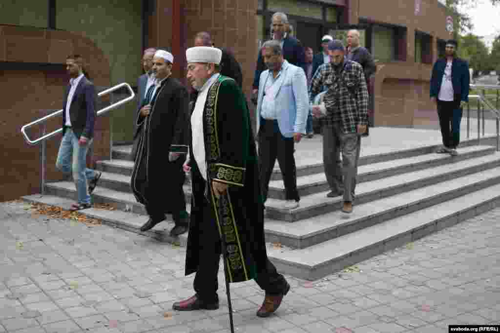The mufti of Belarus, Abu-Bekir Shabanovich, sees the pilgrims off on their journey.