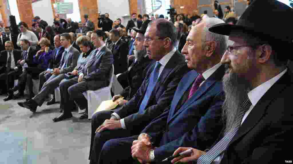 Russian Foreign Minister Sergei Lavrov (center) and Israeli President Shimon Peres