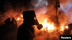 Столкновения протестующих и милиции в Киеве рано утром 25 января 2014 года