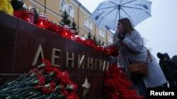 Возложение цветов в память о погибших при взрыве в петербургском метро 3 апреля 2017 года.